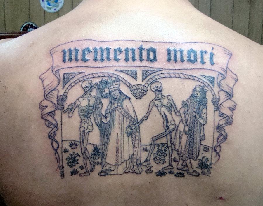 Seleccionei cinco tatuagens, góticas, alusivas à morte. As duas primeiras copiam, literalmente, as danças macabras do séc. XV. 04. Dança macabra e memento, mori, por Stigmatattoo. 04. Dança macabra e memento mori, por Stigmatattoo.
